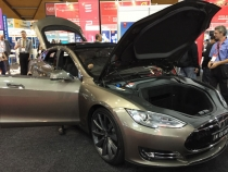 The new Tesla Electric Car, 502km on one charge, a top speed of 250 km/h and internet connected.