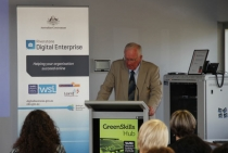 Blacktown Mayor Len Robinson addresses a business group. Council is supporting the new Chamber of Commerce.