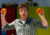 Celebrity chef, Jamie Oliver doing his thing.